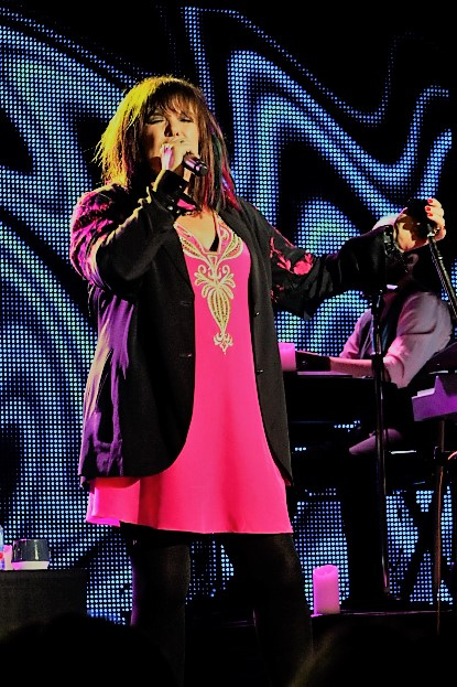 concert review ann wilson of heart bears her own in buckhead guitar girl magazine. Black Bedroom Furniture Sets. Home Design Ideas