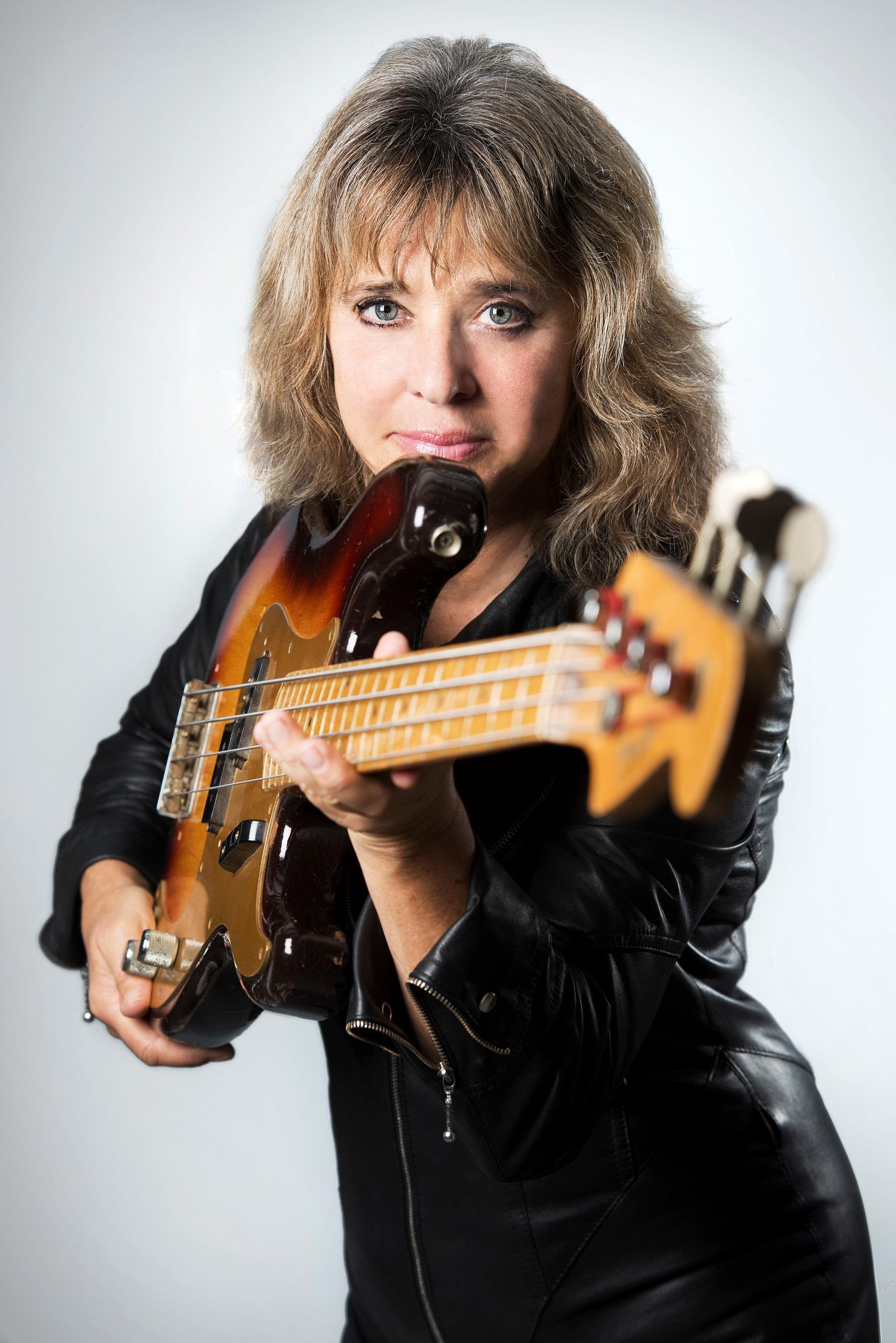 Suzi Quatro   Female musicians, Women in music, Female