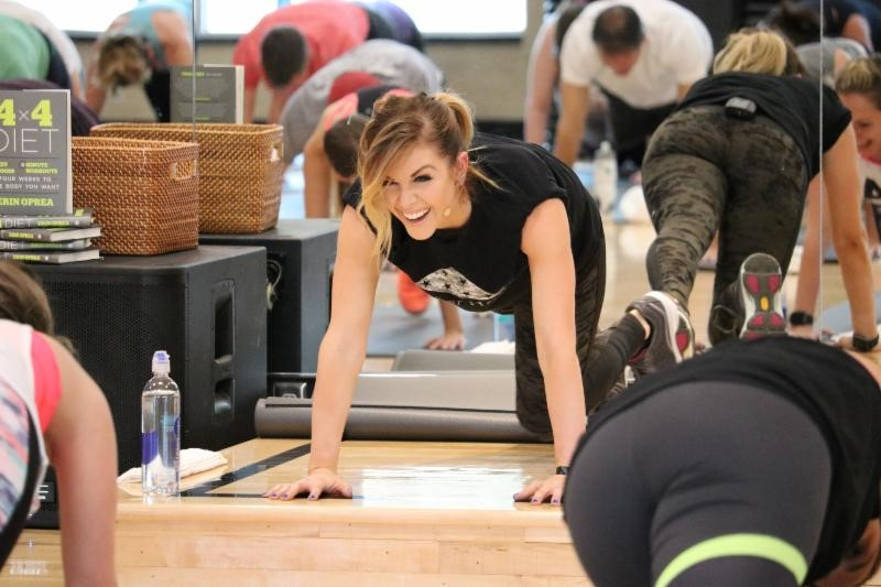 lindsay-ell-leads-fitness-class