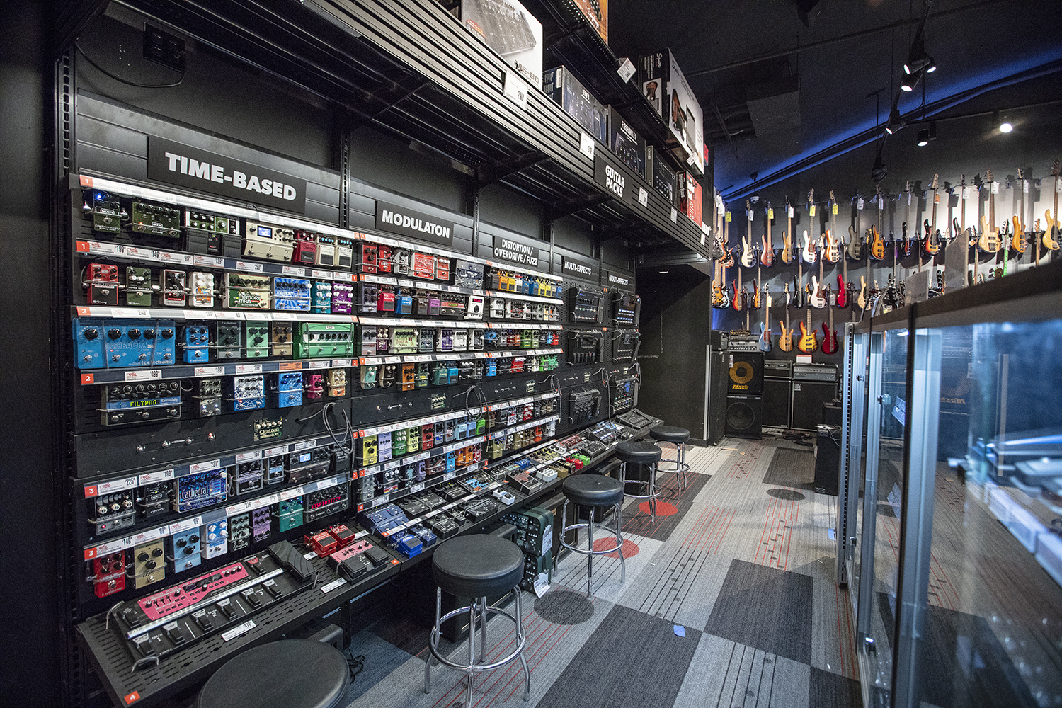 Guitar Center Warehouse : guitar center reimagines experiential retail with rebirth of its iconic flagship hollywood store ~ Vivirlamusica.com Haus und Dekorationen