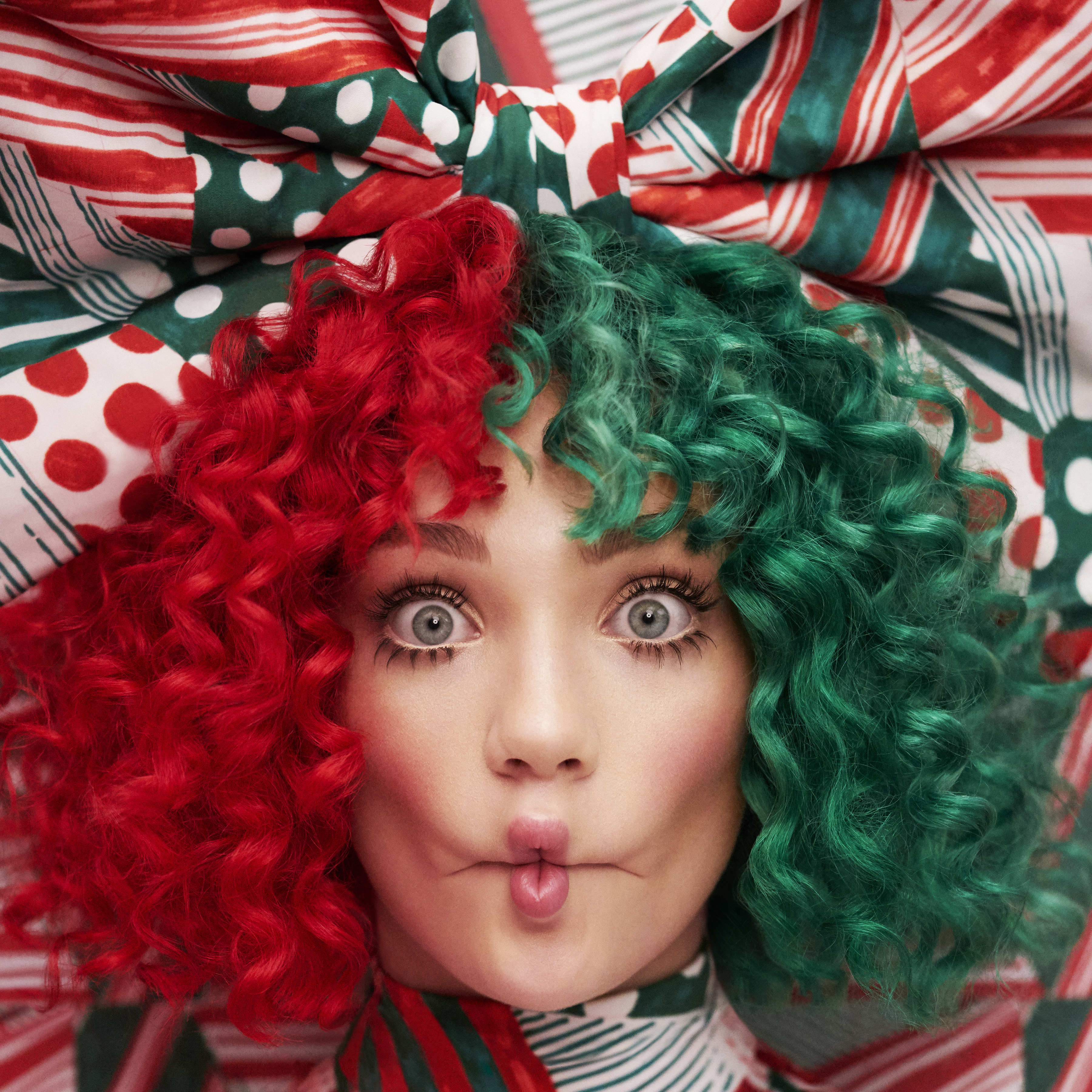 Christmas Album Cover Art.Sia Releases Deluxe Edition Of Everyday Is Christmas Album